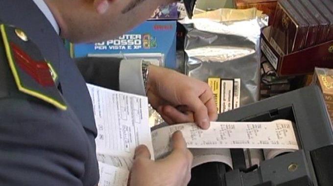 guardia di finanza controlli scontrino fiscale documento commerciale senza registratore telematico di cassa